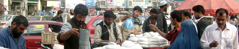 Käsehändler auf dem Bazar in Kabul